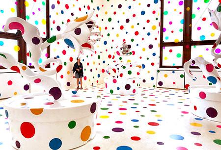 Instalacion de Yayoi Kusama